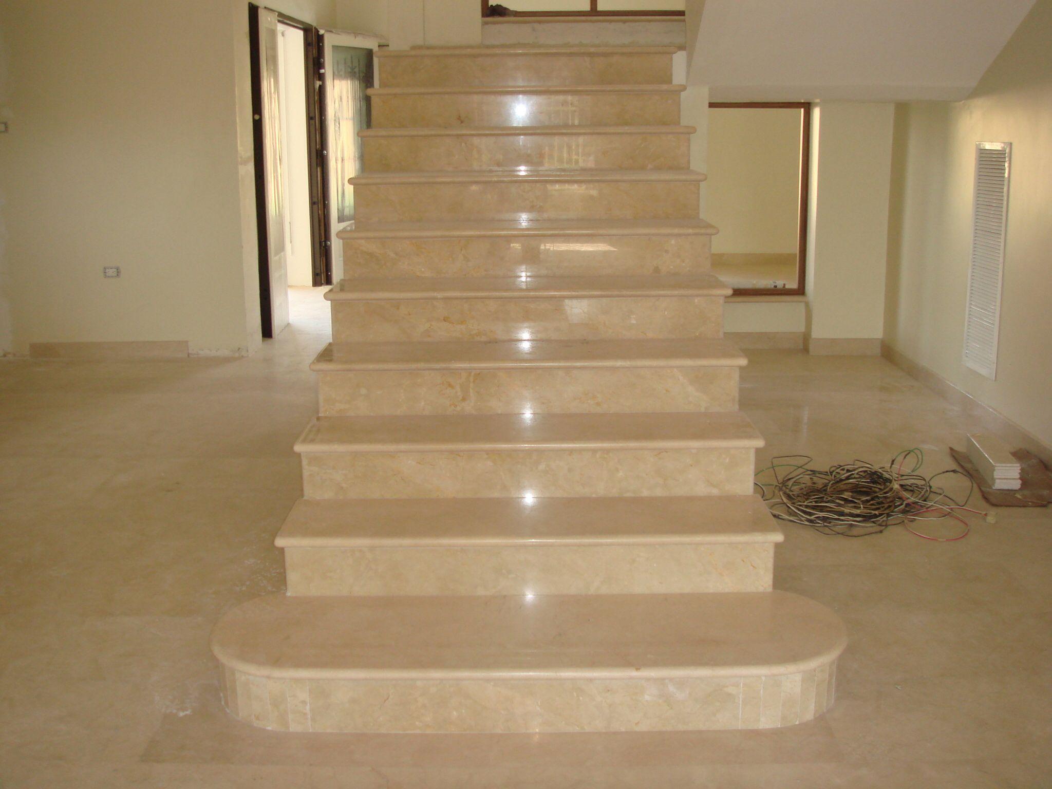 Escalera revestida en m rmol crema marfil decoraci n - Marmol para escaleras ...