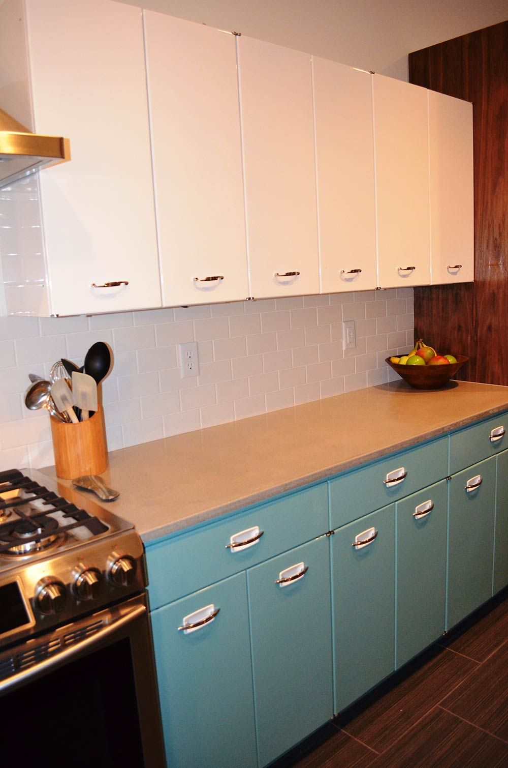 Sam Has A Great Experience With Powder Coating Her Vintage Steel Kitchen Cabinets In 2020 Vintage Kitchen Cabinets Aluminum Kitchen Cabinets Kitchen Cabinet Remodel