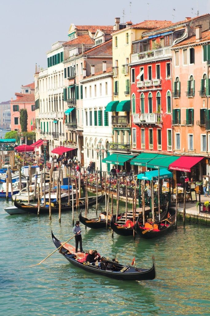 VENICE - Gondoliers wait along Grand channel - Beautiful Places to ...