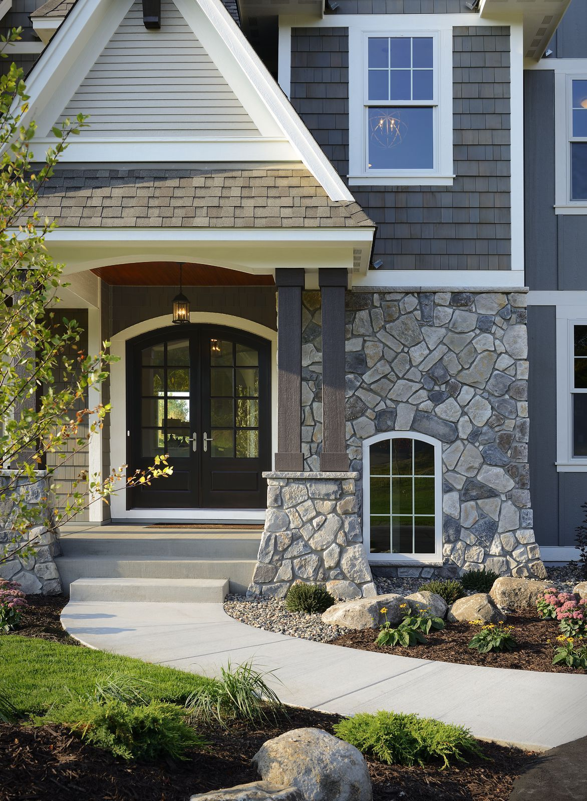 Cultured Stone Dressed Fieldstone Echo Ridge A Traditional Style Cottage Home With Echo Ridge Stone Exterior Houses Exterior House Colors Exterior Design