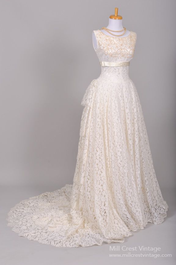 1950 S Lace And Sea Pearl Vintage Wedding Gown Mill Crest Vintage Lace Wedding Dress Vintage Wedding Gowns Vintage Vintage Dresses