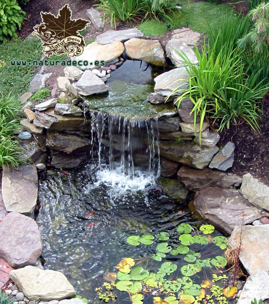 Jardines y fuentes buscar con google fuentes de piedra for Estanques de jardin con cascadas para peces