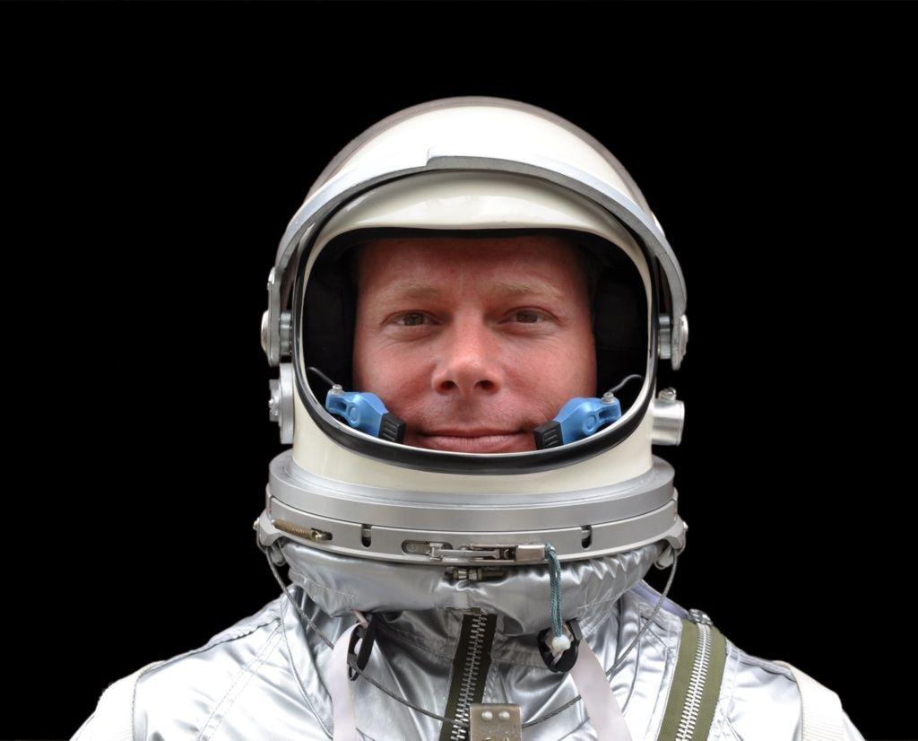его картинки космонавта шлем начале дня большая