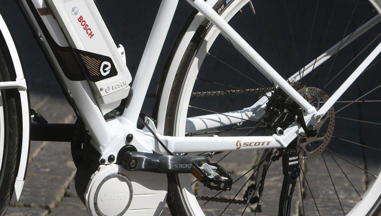 E' l'ultima moda: la bici elettrica  Diventerà una moda o tutto finirà in una bolla di sapone? Visto che nell'operazione è coinvolta la Bosch (tedesca e per di più produttrice di prodotti di alta tecnologia), la notizia che riguarda il debutto di una mountain bike mossa da un motore elettrico alimentato dagli ioni di litio costru...