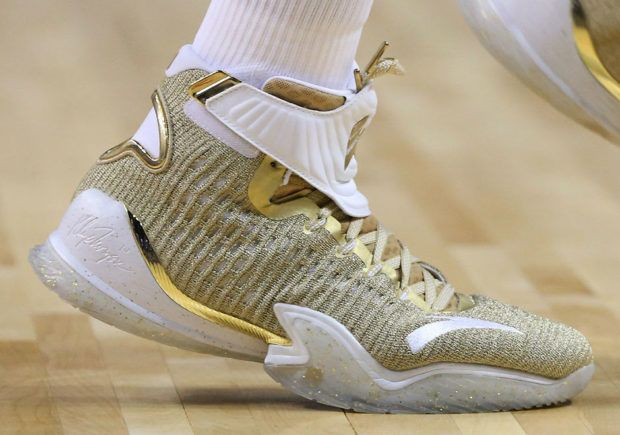 reputable site 16eac f35d5 Anta KT3 Gold Blooded Klay Thompson  SneakerNews.com