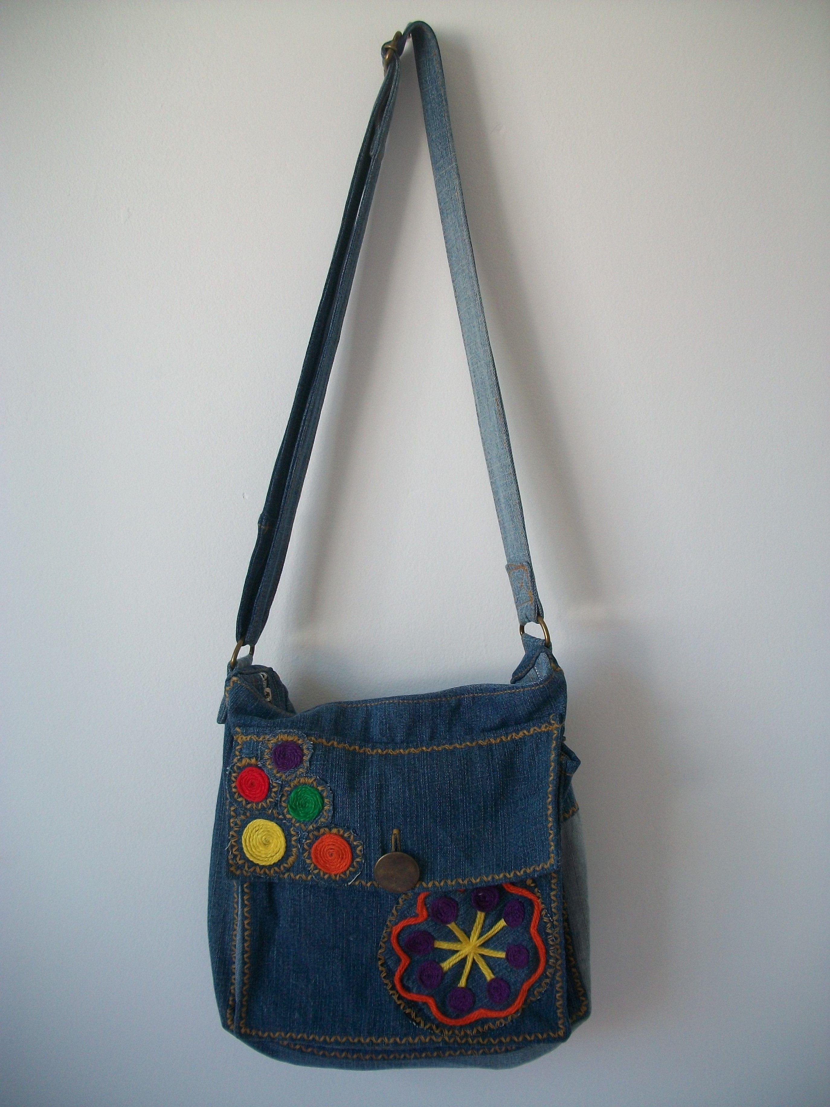 94acadba4c Bolsa feita com jeans reutilizado. Mais informações na loja  http   www
