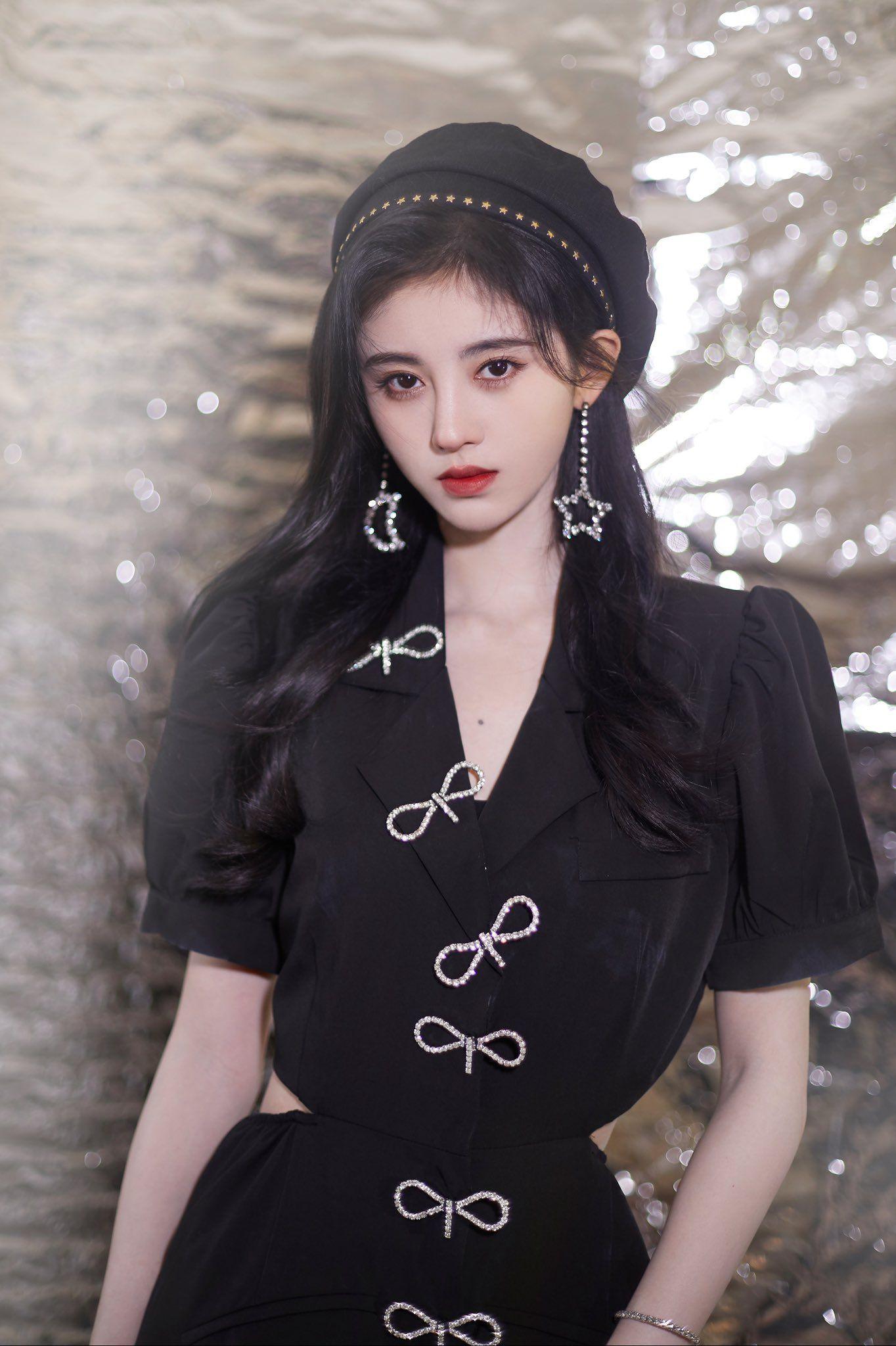Former SNH48 Member, Ju Jingyi, Suspected of Getting