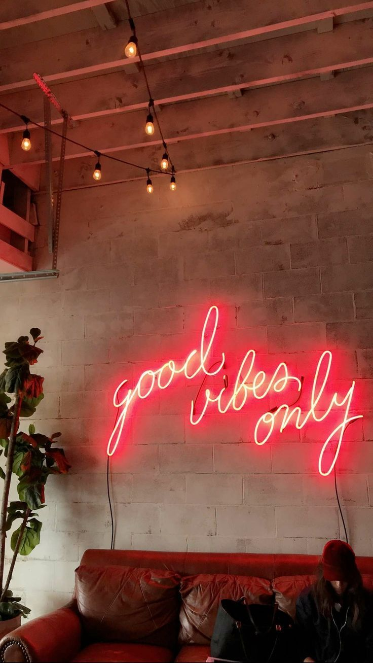 Good vibes only neon