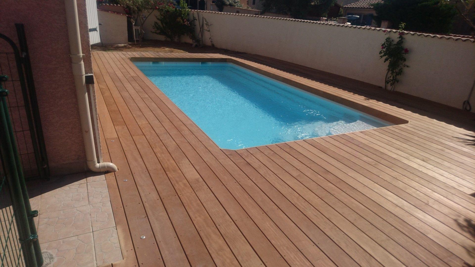 Tour d une piscine bois en bois exotique Itauba sur plots bétons