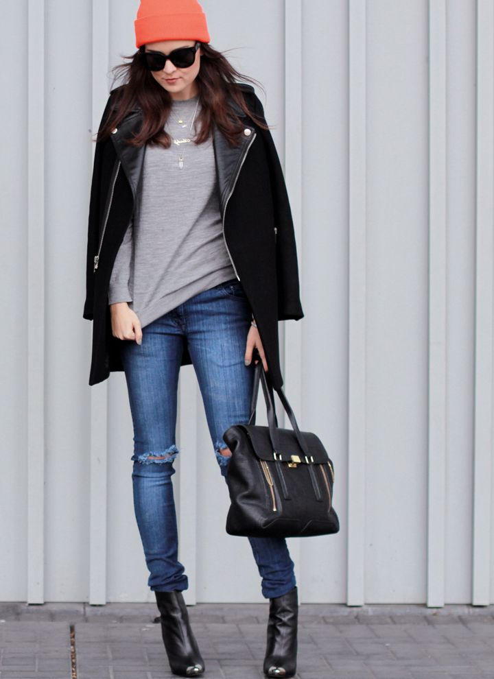 Jumper: Uniqlo / Jeans: Getwear / Lucky clover Bracelet: Gag / Eye Bracelet: LeiVanKash / Initials Necklace: BijouxBar / Beanie: American apparel / Bag: Phillip Lim / Boots: ZARA