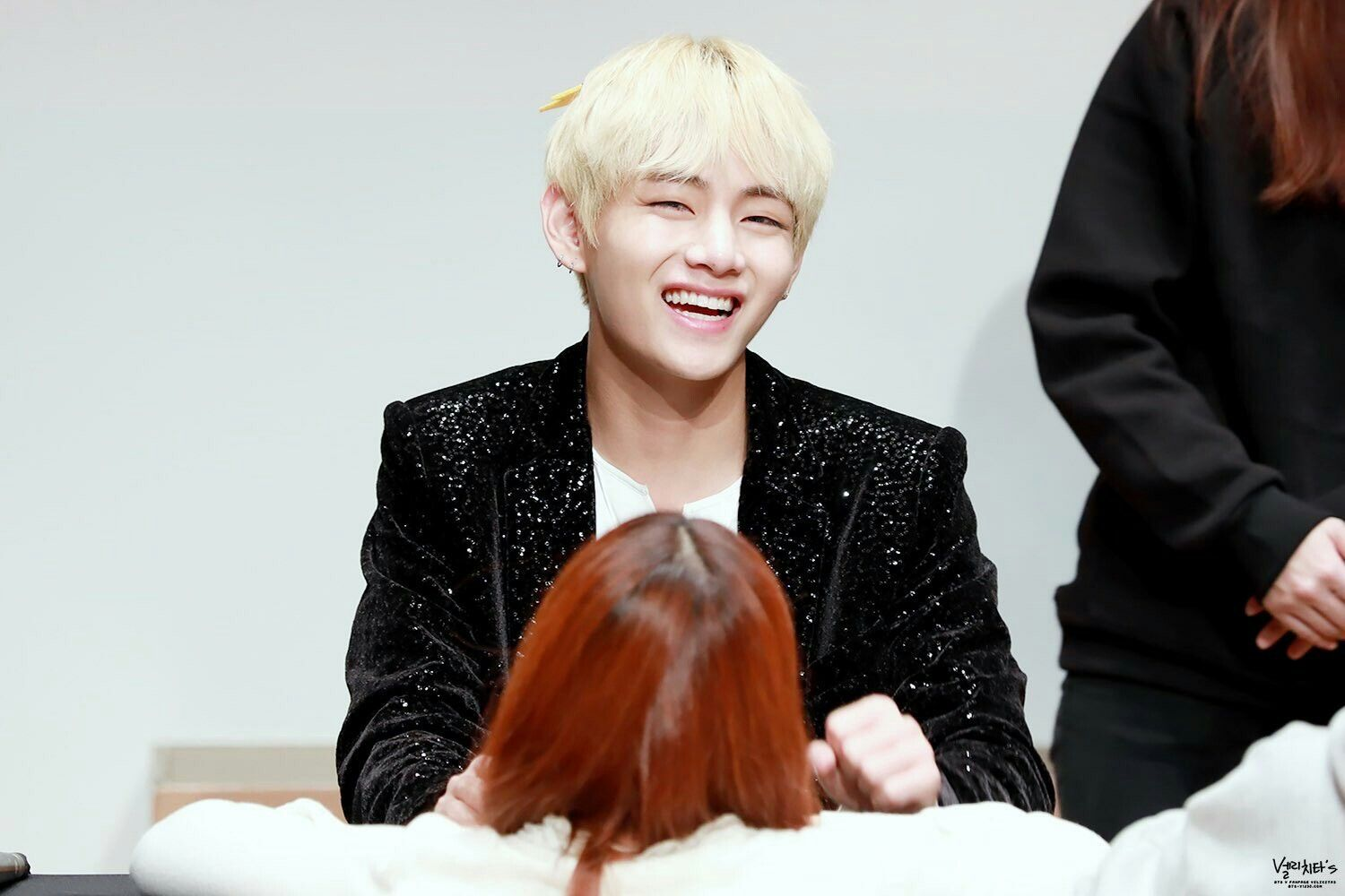 •161106 #BTS Fansign 'Gimpo' || BloodSweatTears | #Taehyung