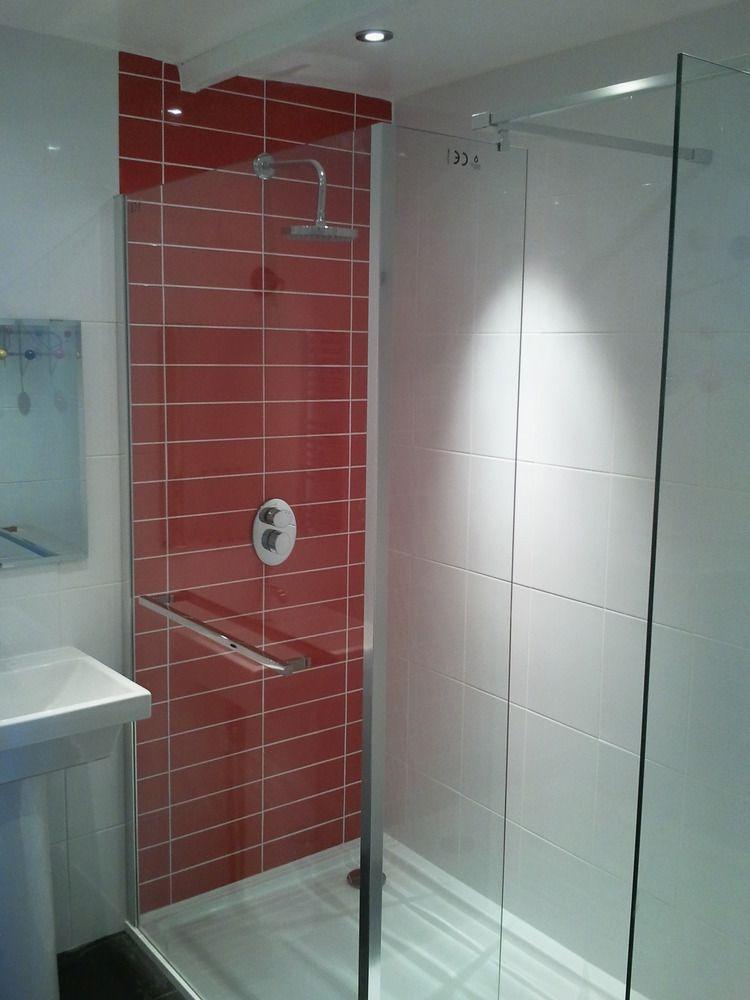Bathroom Shower With Red Tile Backing Make Your Home Design Dreams Come True Read Reviews Of 1000s Of Trusted Cuarto De Bano Rojo Banos Rojos Banos Pequenos