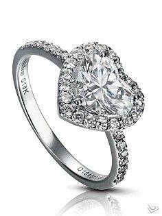 6c1ad42fbafe Anillo de diamantes en forma de Corazón.