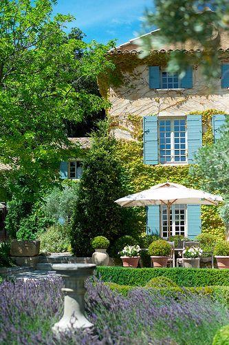 Estilo Rustico E Bucolico Da Provence Jardim Frances Jardins De Casas Casas Francesas