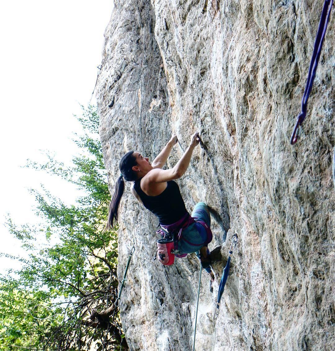 Instagram Photo by @cecilia_alves: Mirando o próximo regletinho do crux da Ética... depois descobri que sem dropar eh melhor! Kkk. Foto: Klauss Castanheira #serradocipo #cipoeavibe #comerdormirescalar #ouvaiouvaca #madeinsummit #climbing #climb #climbforlife #liveclimbrepeat #lasportiva #climbergirl #climber #timetoclimb #outdoorwomen #womenrockclimbing #climbing_pictures_of_instagram #mulheresqueescalam #escaladorasdobrasil #rockclimbing #livewithoutlimits #neverstopexploring #justgoclimb…
