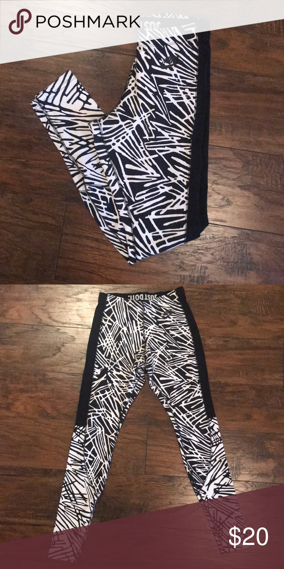 42ec6ff4b0366 Nike Leggings These leggings are extremely soft & absolutely squat proof!  They have been worn & washed a few times but are still in PERFECT condition!