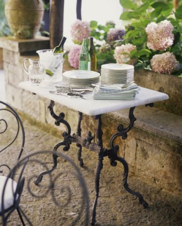 MajesticViewsAroundTheGarden: French pastry table | 1. Los "|371|460|?|ccba4e8479872b6f834d0f530c3c1370|False|UNLIKELY|0.32203105092048645