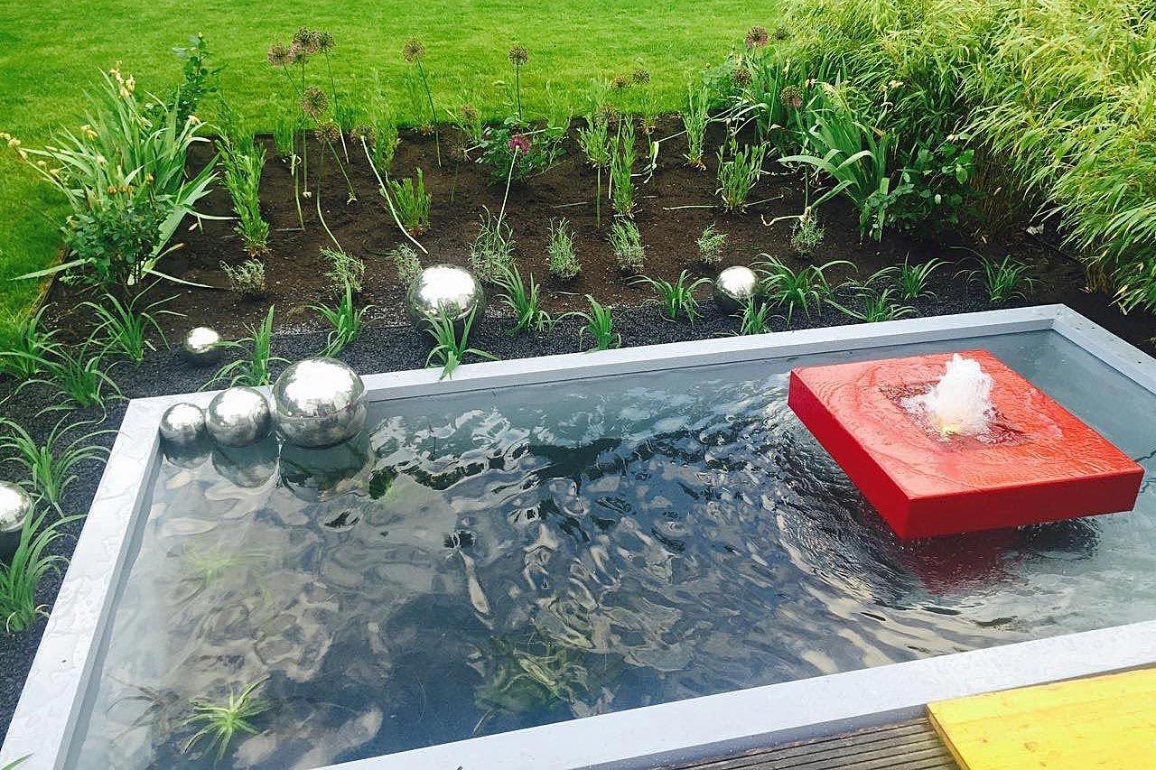 Gartenbrunnen aus Aluminium mit Teichbecken rechteckig Umrandung für ...