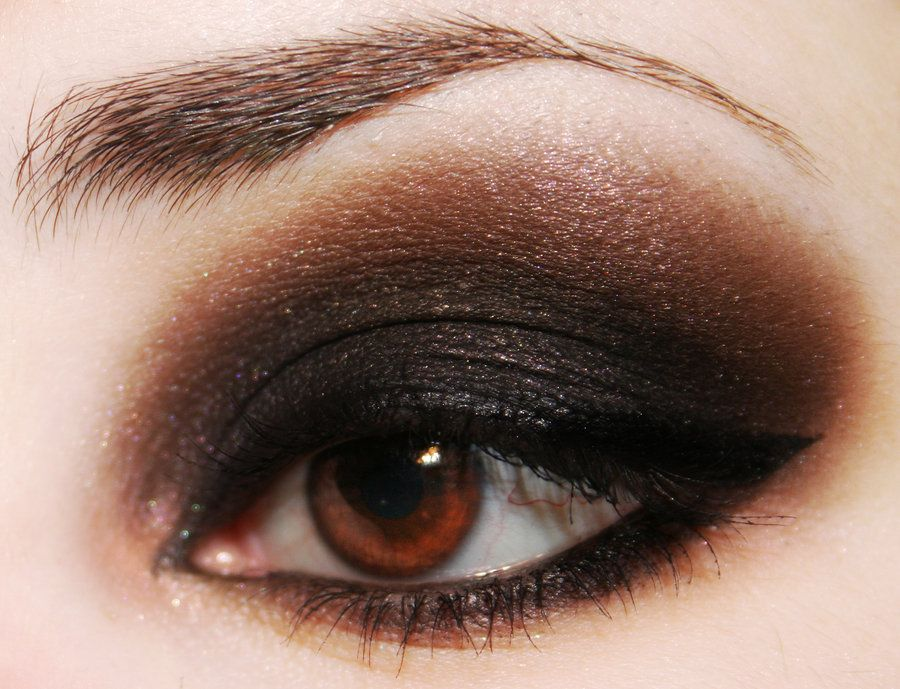 i wish i could pull off smokey without looking like a busted prostitute... great smokey eye though...