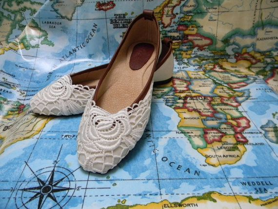 Women's Handmade Shoes Embroided Overlay Pump by zhivagosEmporium, €80.00   Looking for elegant ballet pumps for your wedding?  Look no further! :)