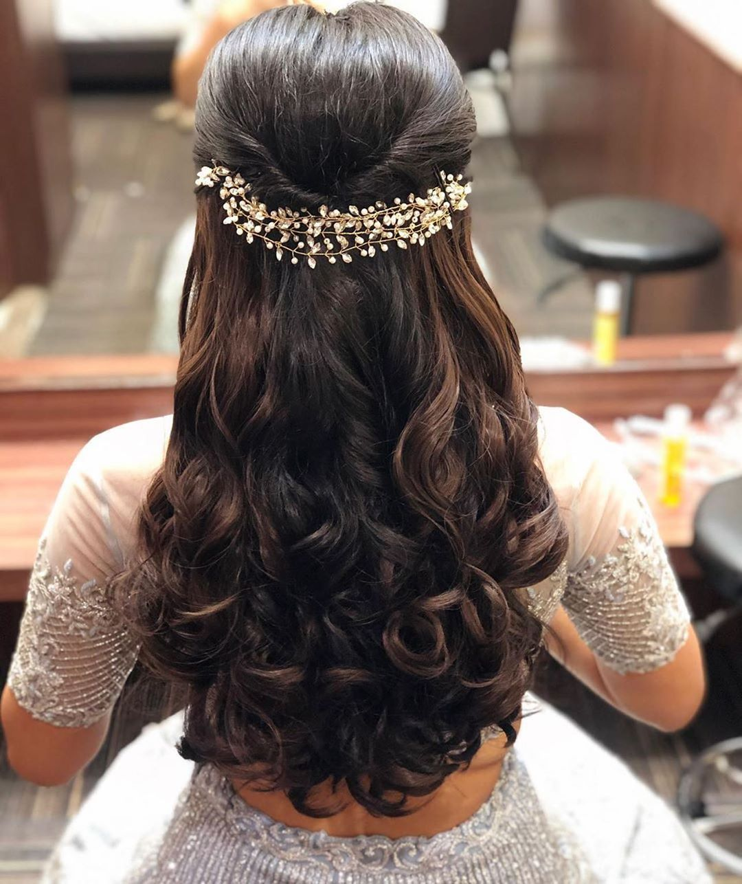 Open Hairstyle Ideas For The Indian Bride Engagement Hairstyles Open Hairstyles Bridal Hair Buns