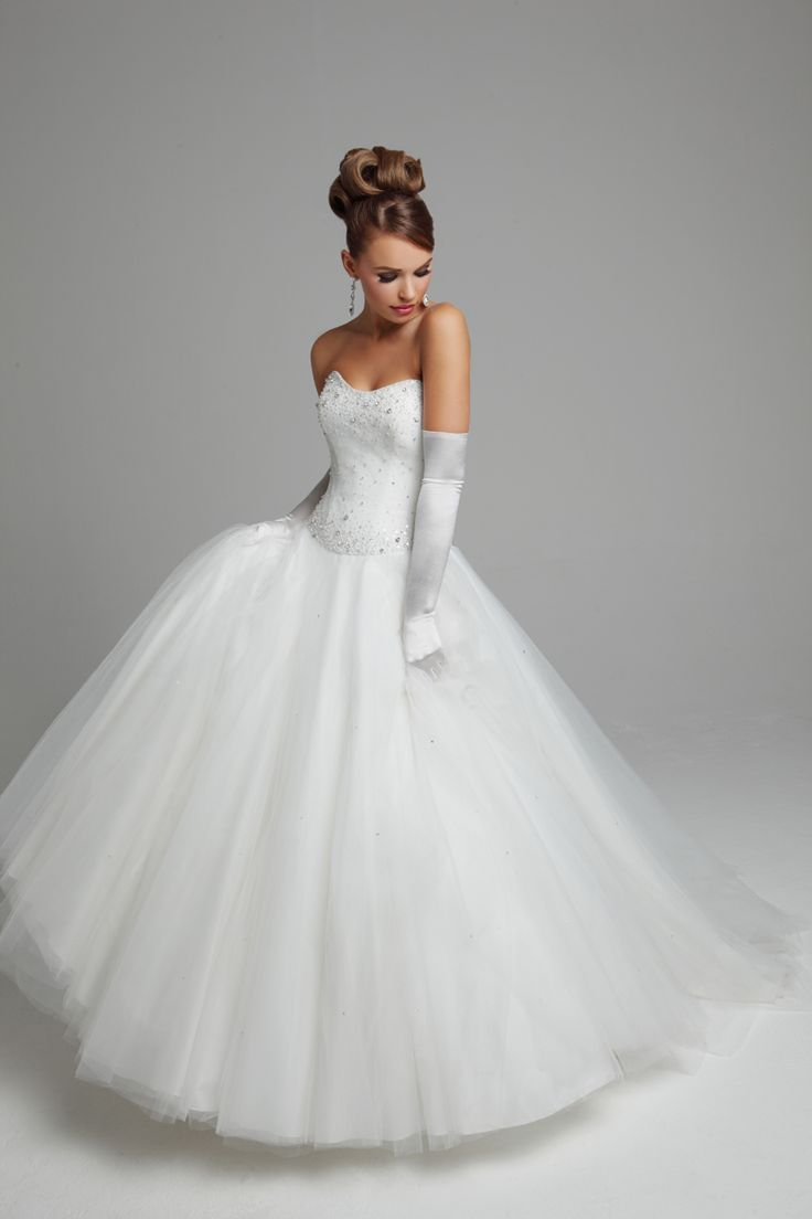 Ball gown wedding dresses strapless tulle