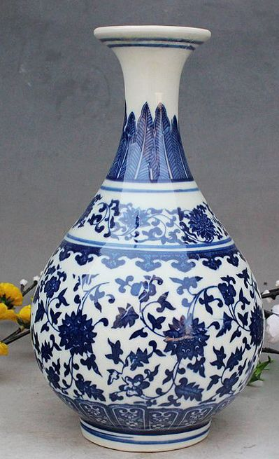 EXQUISIT OLD CHINESE BLUE AND WHITE PORCELAIN HAND-MADE FLOWER SMALL VASE n