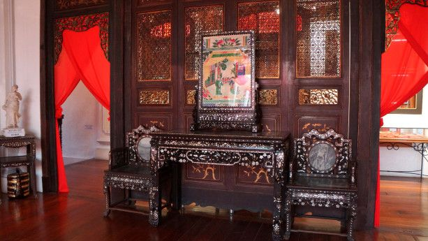 Therefore, the house I visited dates back to the 19th century and belonged to the Kapitan Cina Chung Kwee, and it`s a typical construction for a wealthy Baba