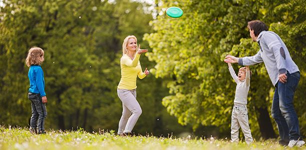 Have a friendly and energizing game of Ultimate Frisbee with your children! | Active For Life