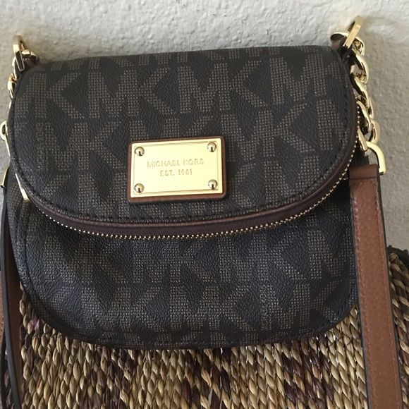 e7b1dde4e902 Michael Kors Jet Set Item Flap Crossbody Use very little. Like new. No  stains