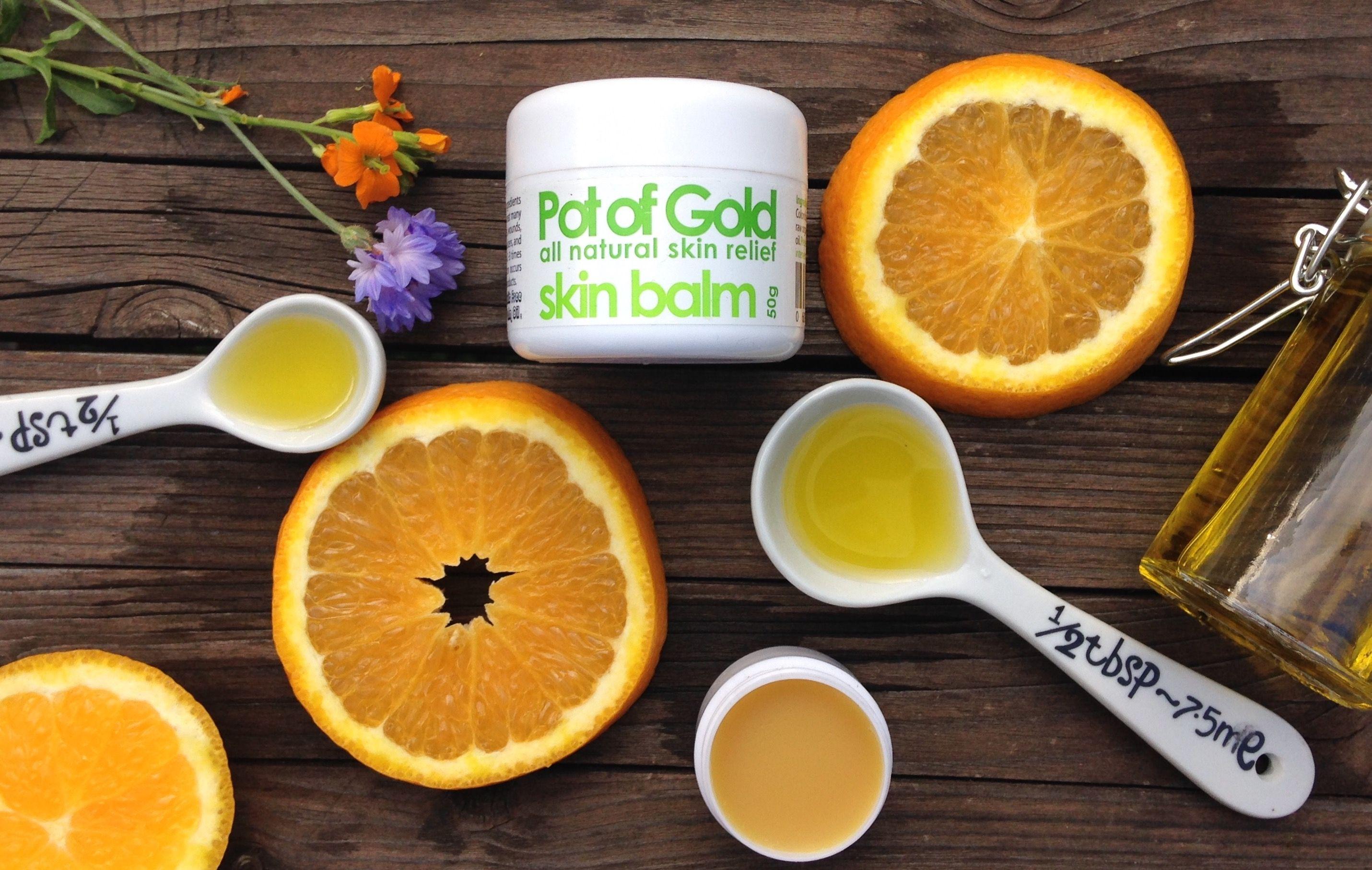 Das in unseren Produkten verwendete Orangenschalen Öl enthält jede Menge Vitamine, die der Haut dabei helfen, jung und gesund zu bleiben.