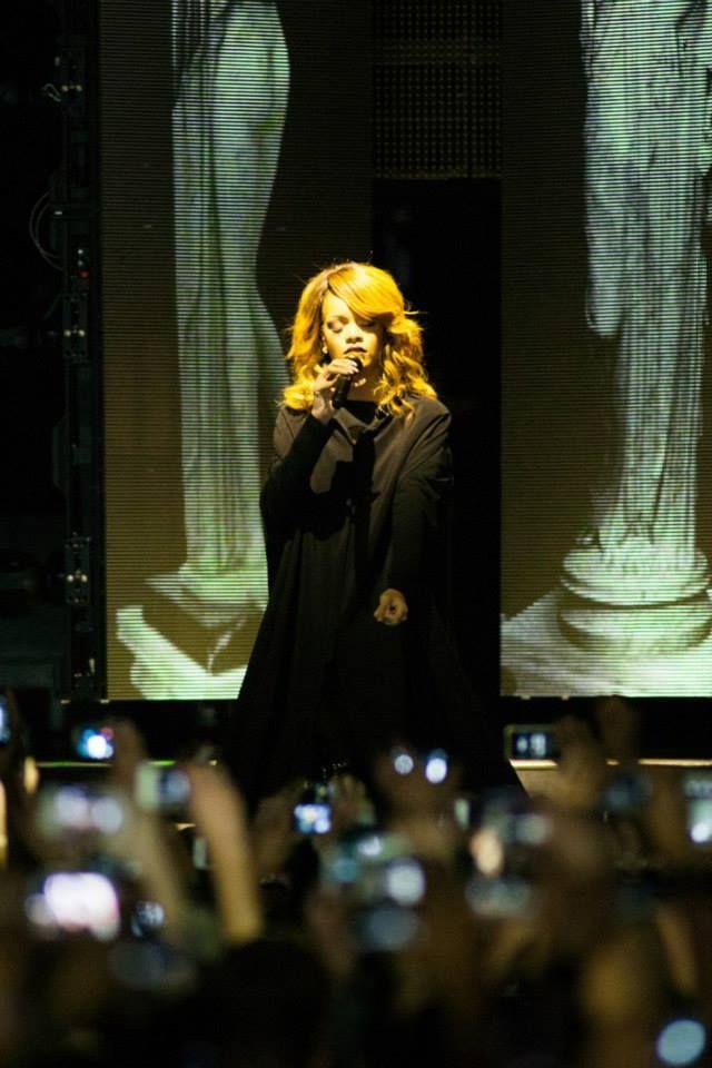 Rihanna Mother Mary : rihanna, mother, Rihanna, Mother, Opening, Diamonds, World, Tour., Best., Night., Ever., Rihanna,, Mary,, Songs
