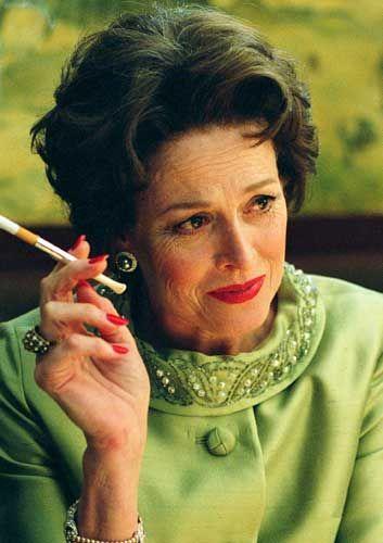 Sigourney Weaver fuma una sigaretta (o erba)