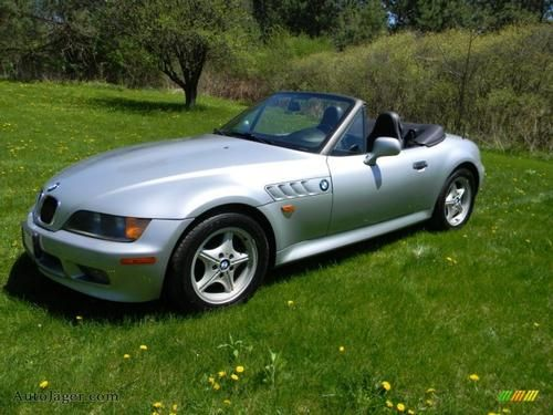 1996 BMW Z3 Convertible for sale by owner on Calling All Cars https://www.cacars.com/Car/BMW/Z3_/Convertible/1996_BMW_Z3%20_for_sale_1011473.html