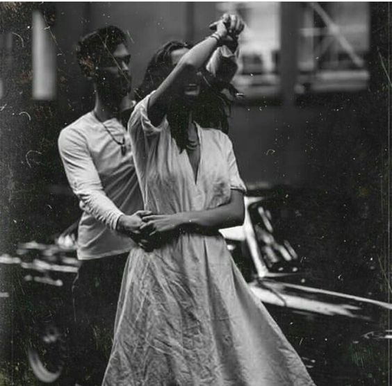 40+ Vintage Engagement Photo & Picture Examples