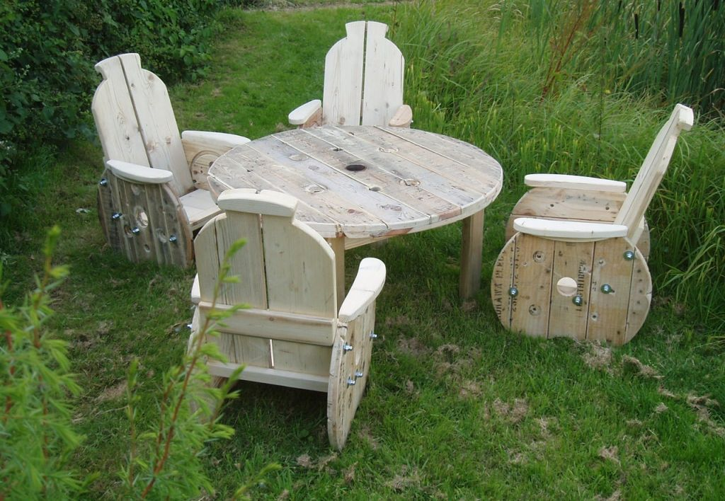 eco garden furniture using upcycled cable reels cable