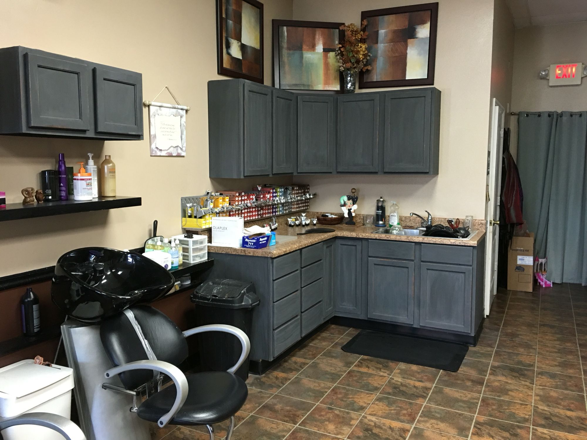 Rustoleum Chalk Paint Charcoal Over Stained Cabinets No Primer Just Paint And Sand Love This Paint Kitchen Cabinets Buy Kitchen Cabinets Kitchen Paint