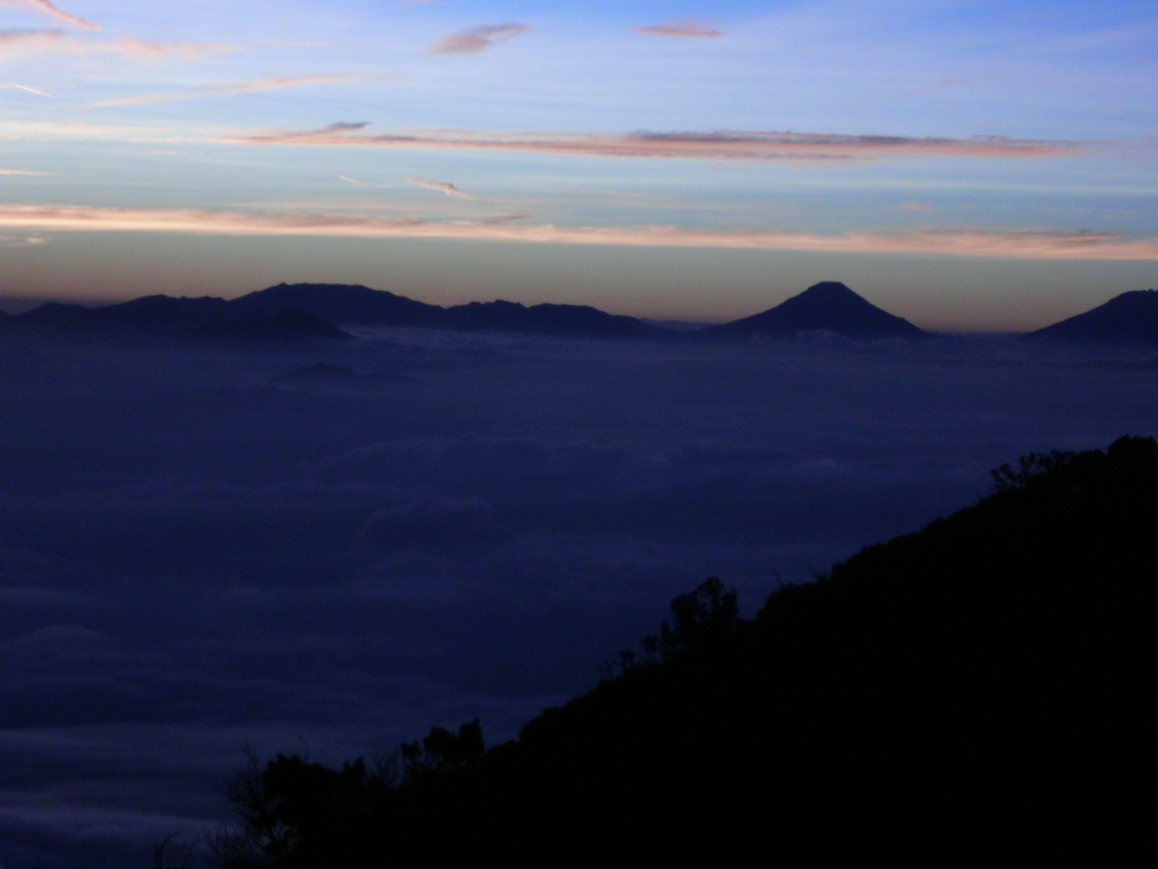 subuh menjelang pagi di gunung slamet pegunungan alam