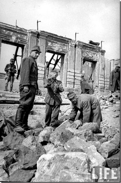 ILLUSTRATED HISTORY: RELIVE THE TIMES: Stalingrad: After The Battle