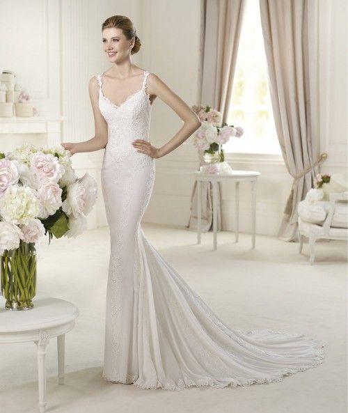 2c564b5f6 Vestido de novia corte sirena modelo Universo con caída elegante y cauda  larga - Foto Pronovias