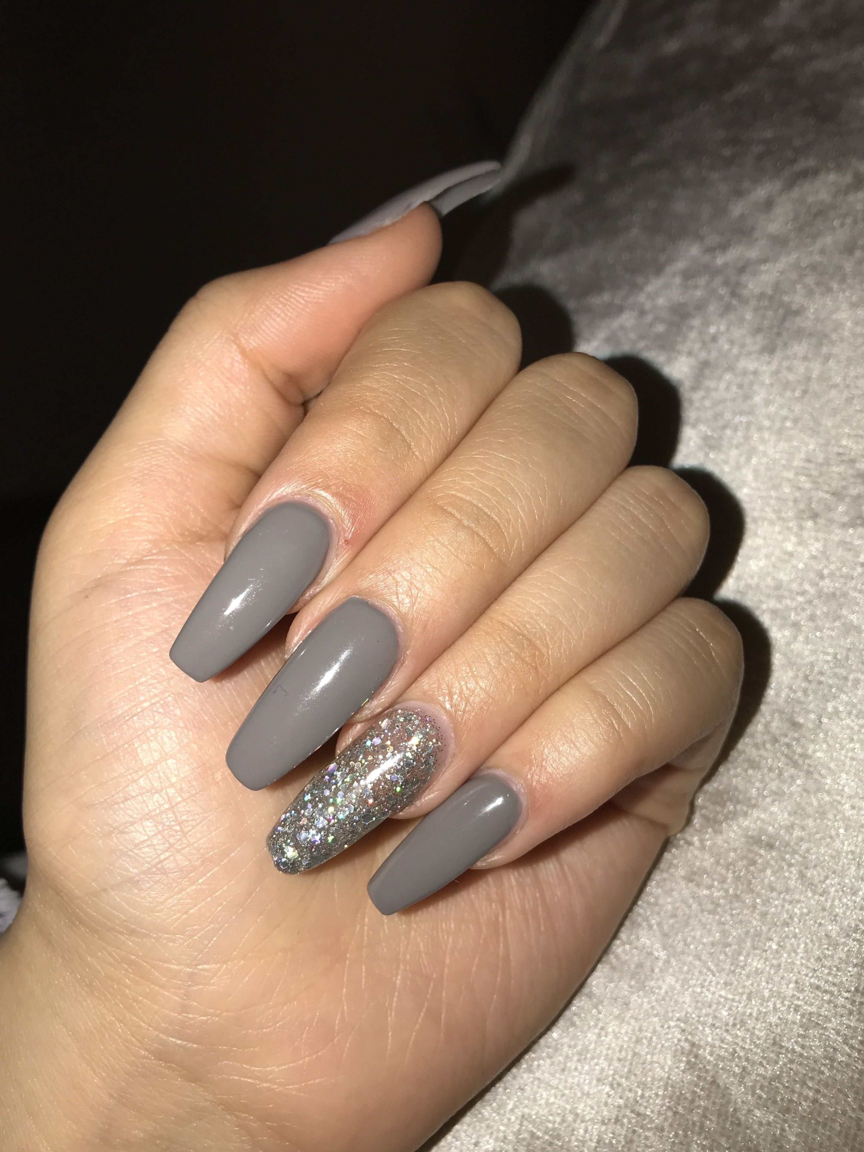 35 Trending Fall Nail Colors Of 2020 You Have To Try Out Beauty Home In 2021 Grey Acrylic Nails Short Acrylic Nails Prom Nails Silver