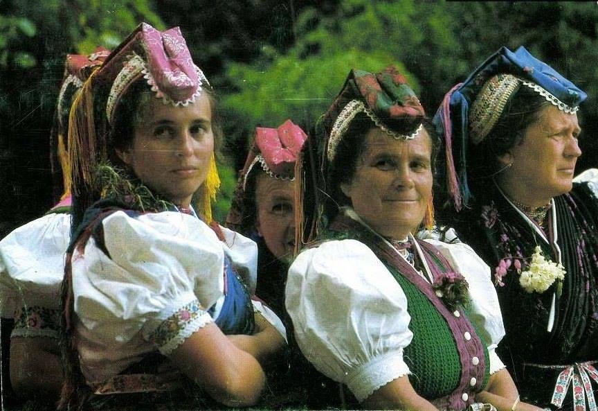 022a3b2834 Hollókői viselet - Hungary | Hungarian folk costumes | Hungary ...