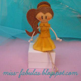 Doll brooch #Belle handmade in felt. Broche muñeca #Bella hecho a mano en fieltro.