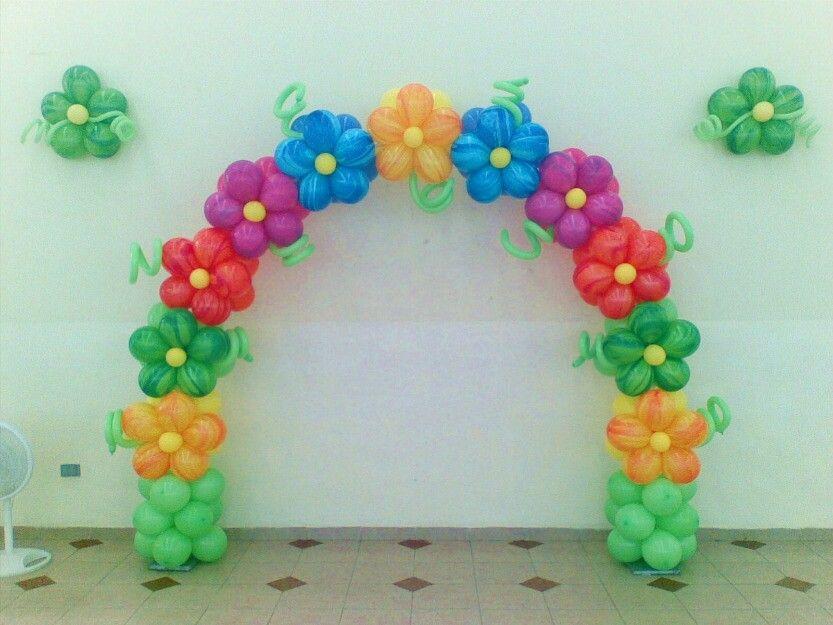 Arco de globos con flores | Decoracion | Pinterest | Arco de globos ...