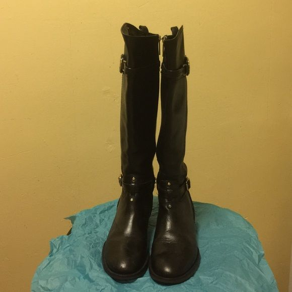 a0ee909b4867c Tory Burch Leather Boot size 7 Lightly wear still in very good condition.  16
