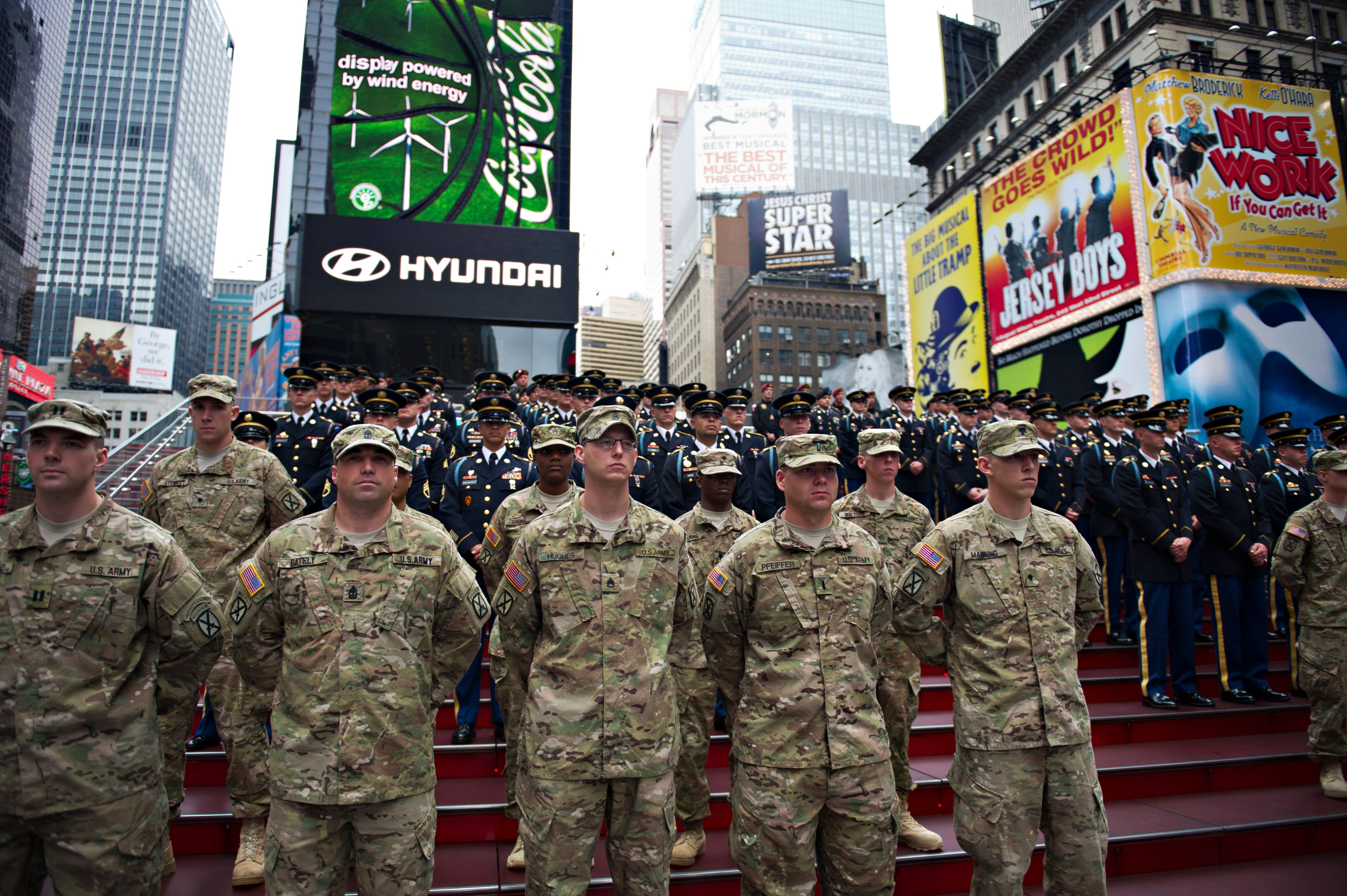 """9853e340e U.S. Army Soldiers from the 10th Mountain Division and the 3rd Infantry  Regiment """"The Old Guard"""