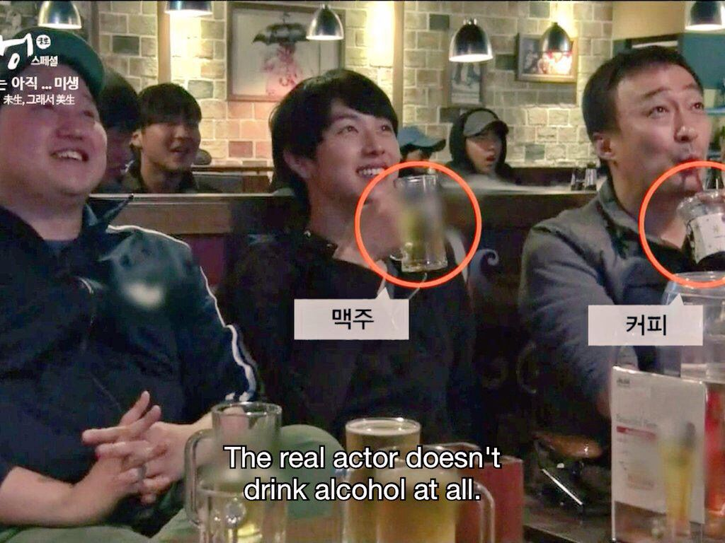 Misaeng Im Siwan Is Shown To Be Drinking Beer But Lee Sung Min Doesn T Drink Alcohol At All He Is Shown Here Drin Alcoholic Drinks Drinking Beer Lee Sung Min