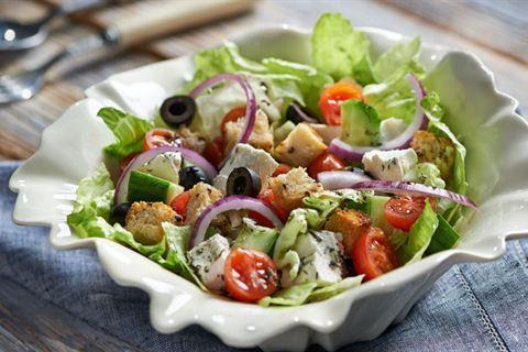 Srodziemnomorska Salatka Z Serem I Oliwkami Przepis Recipe Food Culinary Recipes Healthy Eating