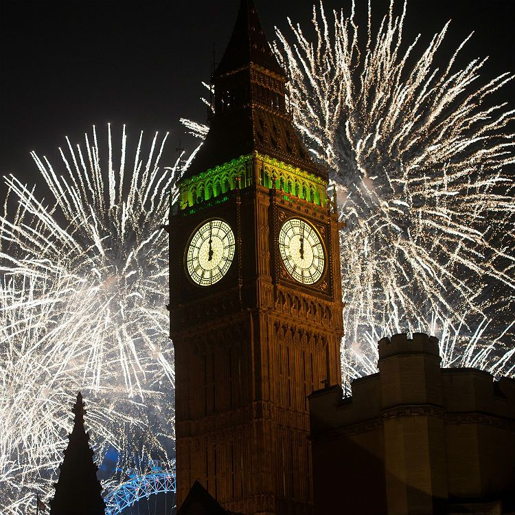 Here S The Tracklist To London S New Year S Eve Fireworks Display Gigwise New Years Eve Fireworks Fireworks Display London Tourist Attractions