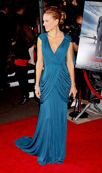 Hilary Swank; luv the dress